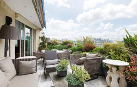 5 bedroom apartments for sale in France. Paris 16th District- Prestigious Avenue Foch