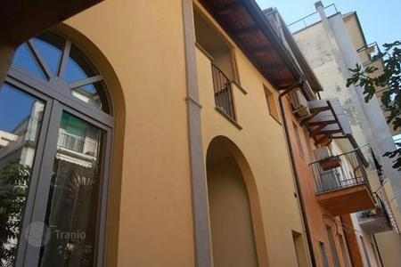 Coastal residential for sale in Emilia-Romagna. Elegant flat in the historical centre of Piacenza