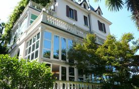 Villa d 'era Luino overlooking Lake Maggiore. Price on request