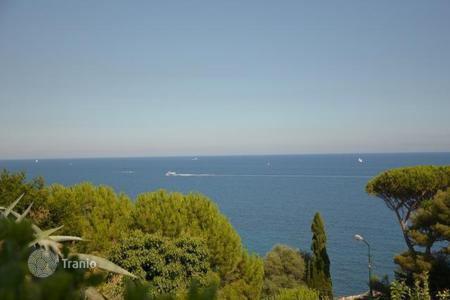 Coastal apartments for sale in Sanremo. Sanremo, penthouse with stunning sea views in the quiet area of Capo Nero