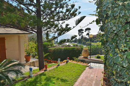 Coastal houses for sale in Province of Imperia. Elegant villa with a sea view and two independent apartments, at 300 meters from the beach, Imperia, Italy