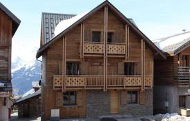 Property to rent in Huez. Comfortable chalet with sauna and jacuzzi in Alp d'Huez, French Alps, France