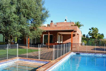 Luxury 5 bedroom houses for sale in Barcelona. Family Villa with a large plot in Pedralbes