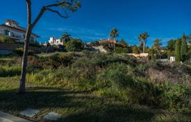Development land for sale in Costa del Sol. Plot with Villa Project in golf resort Los Flamingos, Benahavis
