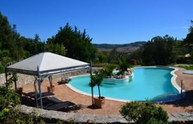 Luxury houses with pools for sale in Saturnia. Amazing villa in Saturnia, Italy
