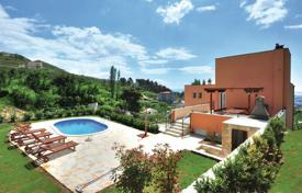 Houses with pools for sale in Dalmatia. Villa for sale in Solin