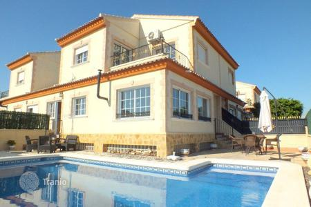 Apartments with pools for sale in Bigastro. Townhouse of 3 bedrooms in Bigastro
