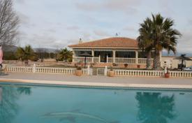 Property for sale in El Pinós. Villa with a pool and a terrace in Pinoso, Spain
