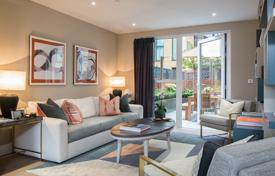 Comfortable three-level apartment with a terrace in a new residence with a concierge, gardens and a gym, London, UK for 3,151,000 $