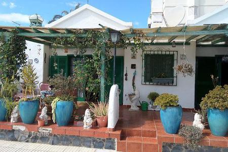 Coastal houses for sale in Canary Islands. Townhome – Canary Islands, Spain