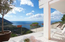 Coastal property for sale in Genoa. Two-level villa with a terrace and a garden, at 100 meters from the sea, Camogli, Italy
