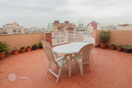 Apartments for sale in Castellon de la Plana. Apartment with 2 terraces of 32 and 18 m² It also has a 16 m² garage included in the price. With stunning sea and mountain views