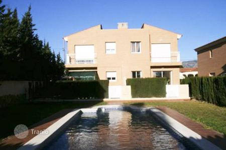 Coastal townhouses for sale in Catalonia. Terraced house - Miami Platja, Catalonia, Spain