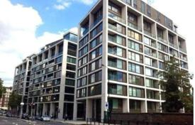 Property for sale in London. Apartment in a new residential complex with a swimming pool in Kensington, London