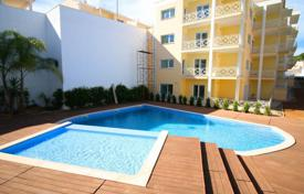 Apartments with pools for sale in Portugal. New apartment in a closed condominium with a swimming pool, Albufeira, Portugal