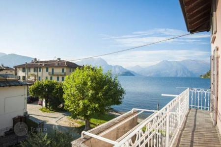 Residential for sale in Lierna. Fully furnished villa with a balcony overlooking the lake, Lierne, Italy
