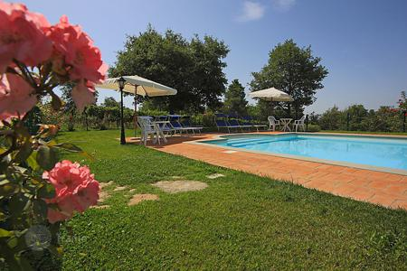 Villas and houses for rent with swimming pools in Cortona. Detached house – Cortona, Tuscany, Italy