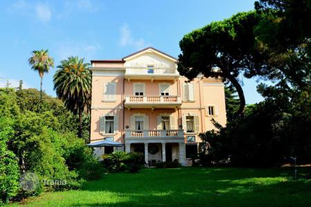 Coastal houses for sale in Europe. Unique historic mansion in San Remo with a magnificent park directly by the sea
