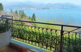 1 bedroom apartments for sale in Piedmont. Stresa. A nice two-bedroom apartment in a residential complex with swimming pool and Maggiore lake view