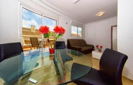 4 bedroom apartments for sale in Valencia. Spacious furnished penthouse with a terrace in a building with a solarium and an elevator, Torrevieja, Spain