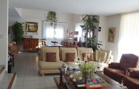 Apartments for sale in Le Cannet. Apartment with four bedrooms in a prestigious area of Le Cannet, France