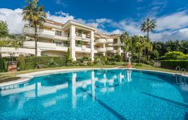 Apartments with pools for sale in Costa del Sol. Stylish and Elegant Garden-level Apartment in Monte Castillo, Altos Reales, Marbella Golden Mile