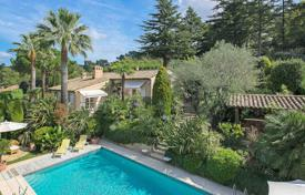 5 bedroom houses for sale in Mougins. Mougins — Charming villa in residential area
