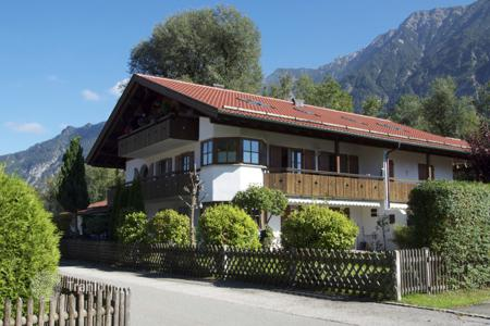2 bedroom apartments for sale in Bavaria. Three-room apartment in the Alpine region, Oberau