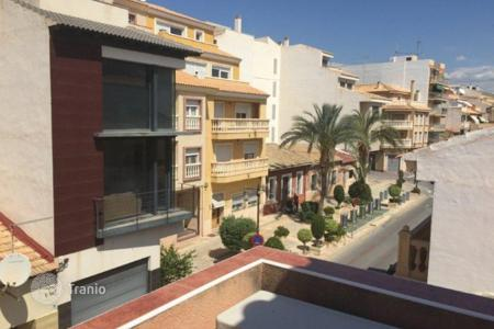 Coastal townhouses for sale in El Campello. 3 bedroom townhouse with solarium and next to the sea in El Campello