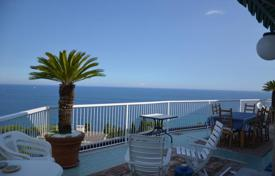 Penthouses for sale in Liguria. Two-bedroom penthouse with a terrace and stunning views of the sea in San Remo, Capo Nero area