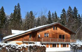 Villas and houses to rent in Arâches-la-Frasse. Two-level chalet in the ski resort of Flaine, Arash la Fras, France