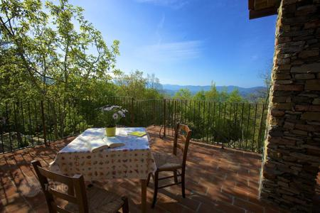 Condos for sale in Europe. Eight apartments for sale in Lungiana, Tuscany