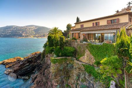 Luxury property for sale in Theoule-sur-Mer. Amazing Waterfront Property Théoule Sur Mer