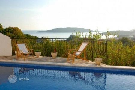 Houses with pools by the sea for sale in Becici. Modern villa with a panoramic view of the pool in Becici