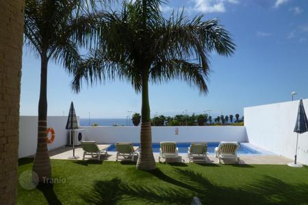 Houses for sale in Tenerife. Beautiful villa near to the sea. Urgent sale!