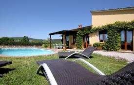 3 bedroom houses for sale in Tuscany. Villa – Siena, Tuscany, Italy