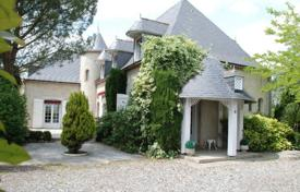 Residential for sale in Pau. Agricultural – Pau, Aquitaine, France