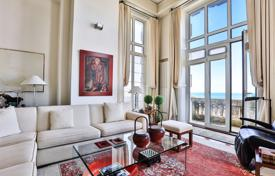 Property for sale in Biarritz. Two-level apartment on the first line from the sea, Biarritz, Aquitaine, France