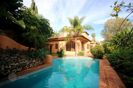 Luxury 3 bedroom houses for sale in Costa del Sol. Villa for sale in El Herrojo, Benahavis