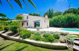 3 bedroom houses for sale in Golf Juan. In a highly sought-after area, beautiful Provencal villa with a nice clear view