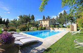 Luxury houses with pools for sale in Tuscany. Detached property in Tuscany