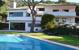 Houses with pools for sale in Cabrils. Detached Mediterranean-style house