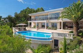 Houses with pools for sale in Vallauris. Super Cannes — Breathtaking 180° sea view