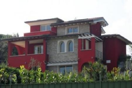5 bedroom houses for sale in Lake Garda. Villa – Garda, Veneto, Italy