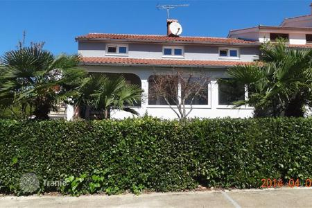 Coastal houses for sale in Porec. House only 300 m from the sea