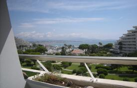 1 bedroom apartments for sale in Côte d'Azur (French Riviera). Seaview studio-apartment with a terrace and a parking in a prestigious residential estate with a pool, Villeneuve Loubet, France
