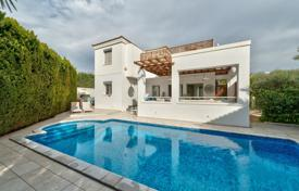 Houses with pools by the sea for sale in Limassol. Villa – Limassol (city), Limassol, Cyprus