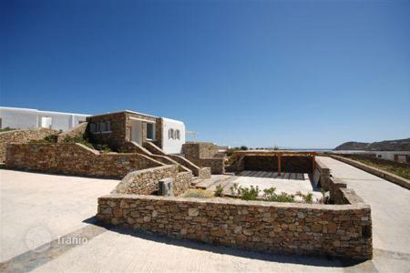 Houses with pools for sale in Greece. Beautiful villa 10 km from the town of Mykonos