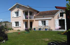Property for sale in Hautes-Pyrénées. Comfortable villa with a fireplace, an indoor pool and a garden, 30 minutes drive north from Tarbes, Hautes-Pyrénées, France