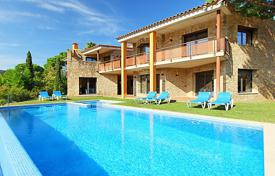 Villas and houses for rent with swimming pools in Kalonji. Detached house – Kalonji, Catalonia, Spain